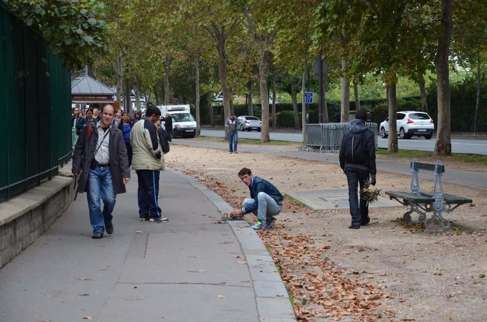skorapkari v parizi
