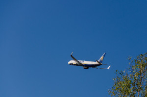 Boeing 737 společnosti Ryanair při odletu na letiští Oslo - Rygge