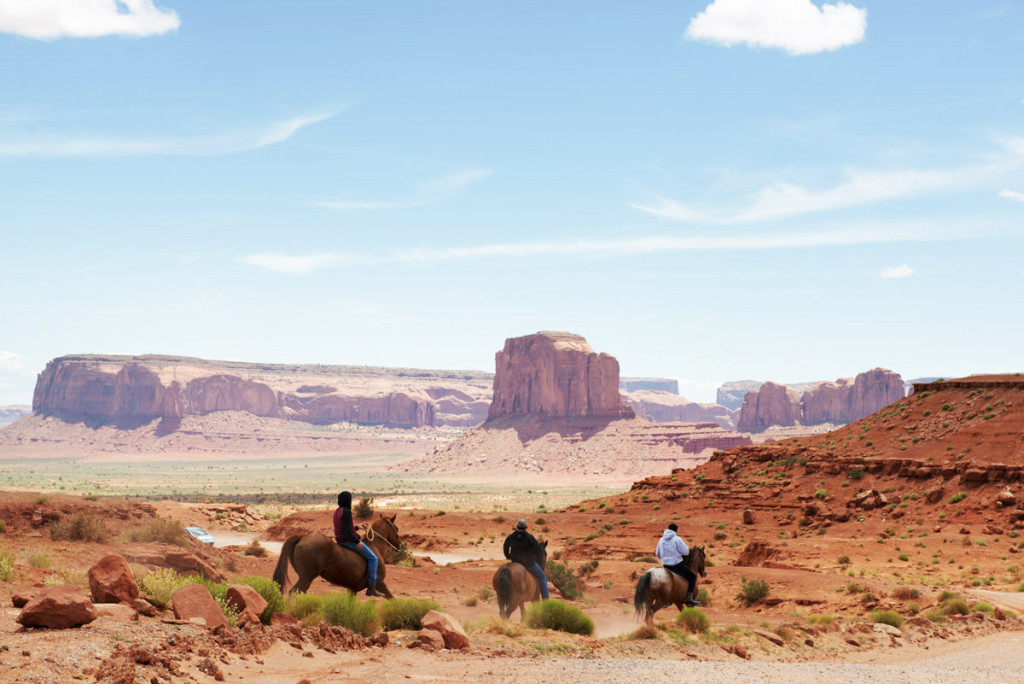 Navajové v Monument Valley