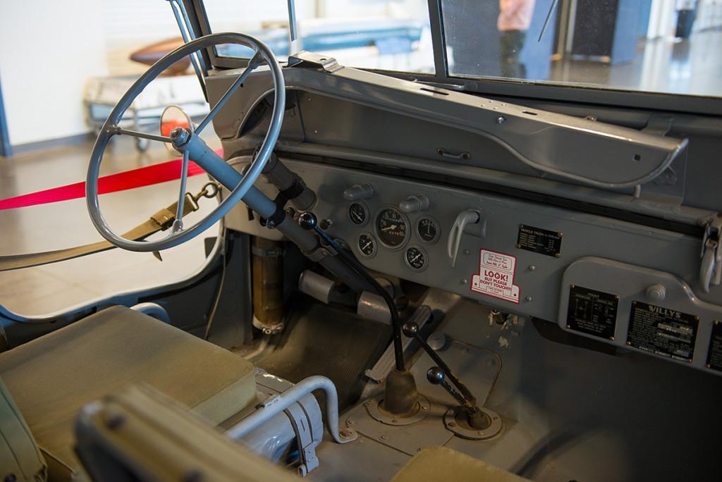 interiér vojenskeho Jeepu, Kalifornské muzeum letectví