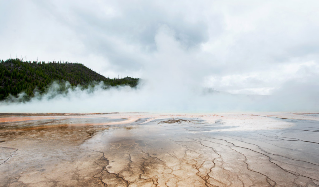 digforfree.com mini yellowstone-grand-pismatic-spring-under-heavy-rain