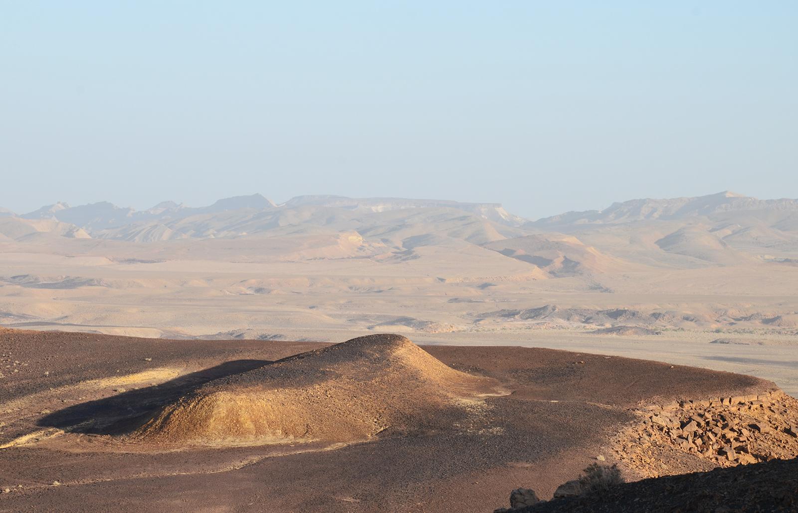 skoro jako Říp, tvary Negevské pouště, izrael