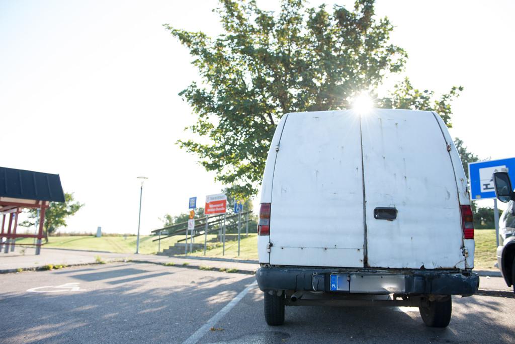 opuštěné auto na polských značkách