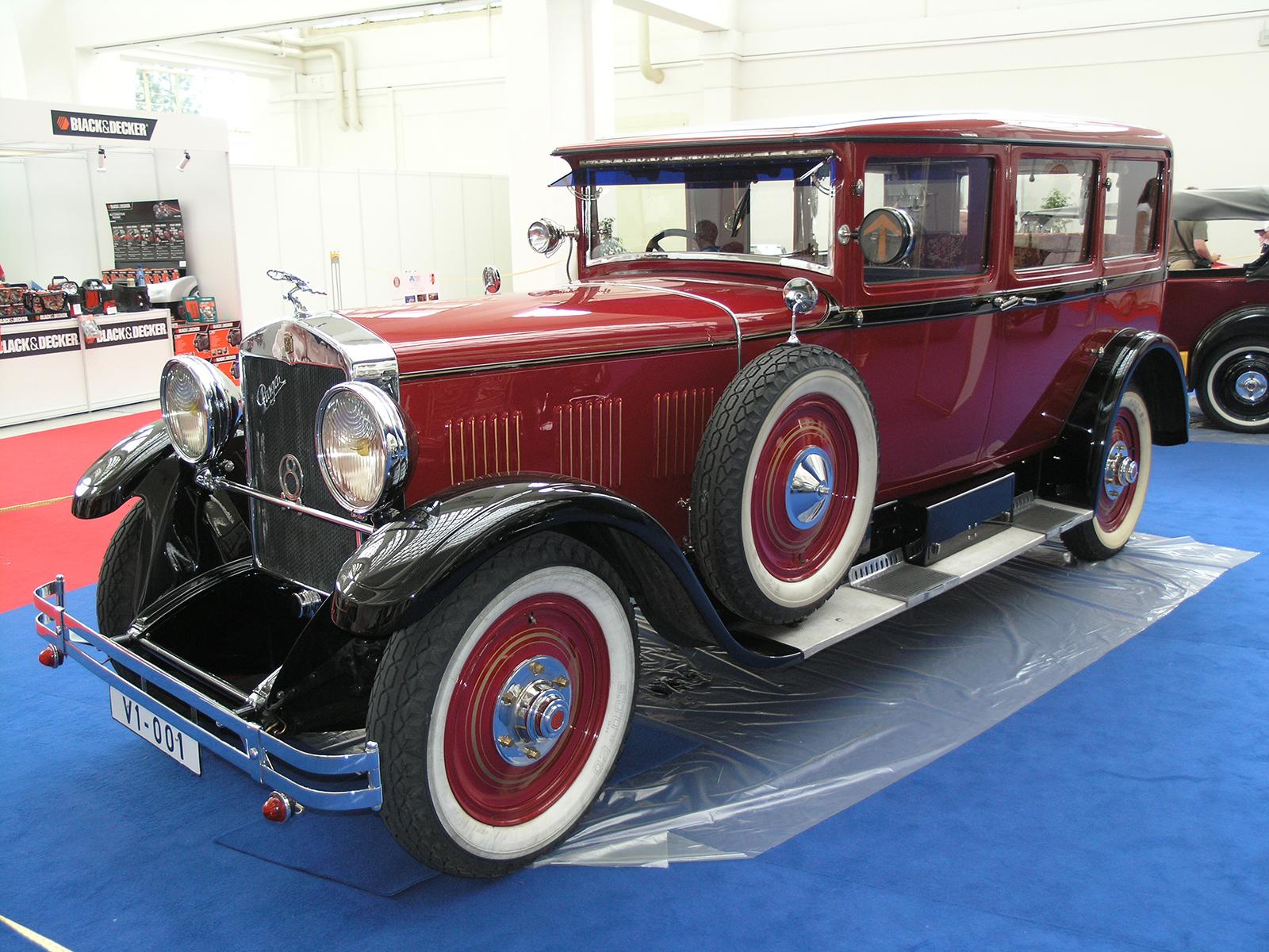 Luxusní automobil Praga Grand