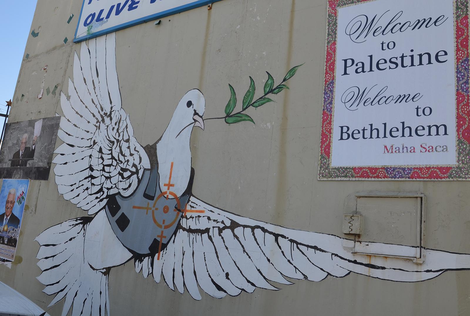 Holubice míru v podání Banksyho, Betlém, Západní Břeh