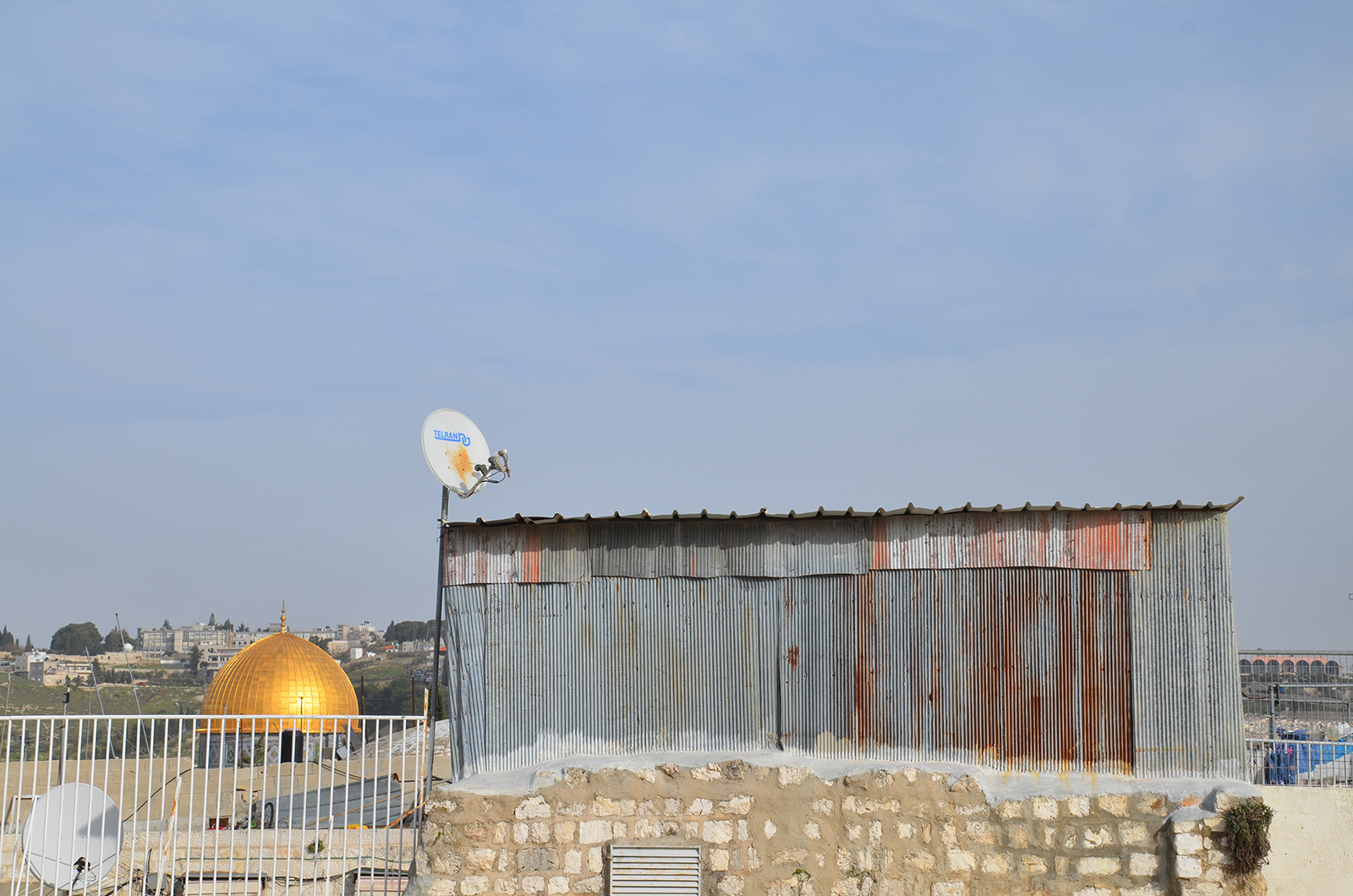střechy Jeruzaléma, Izrael - na pozadí kopule Skalního dómu