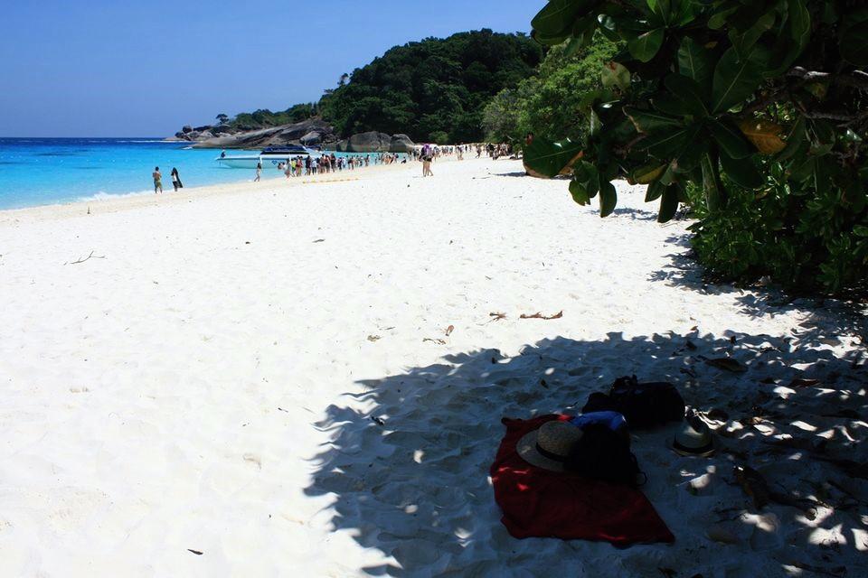 bily pisek na plazich phuket thajsko