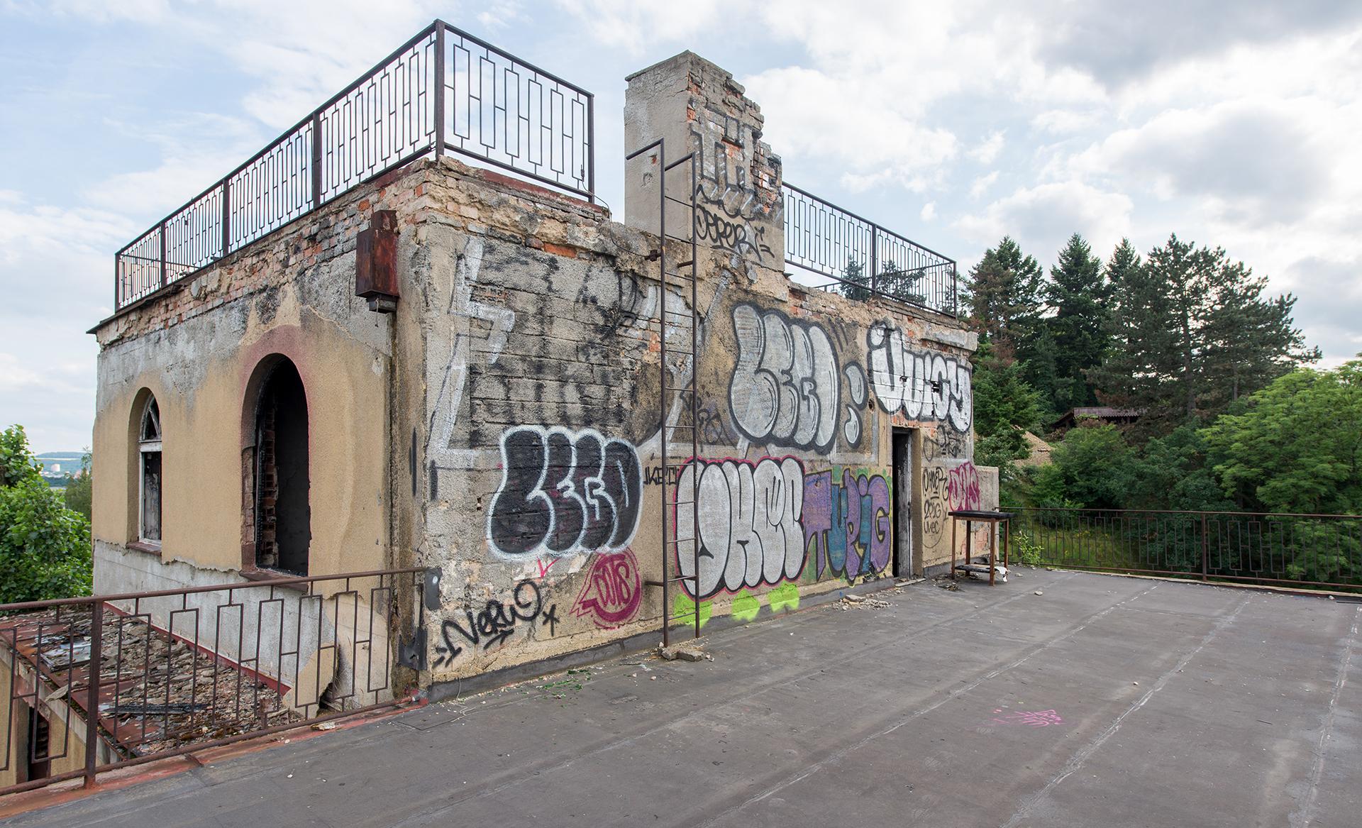 Barradnovske terasy opustena vila nedaleko