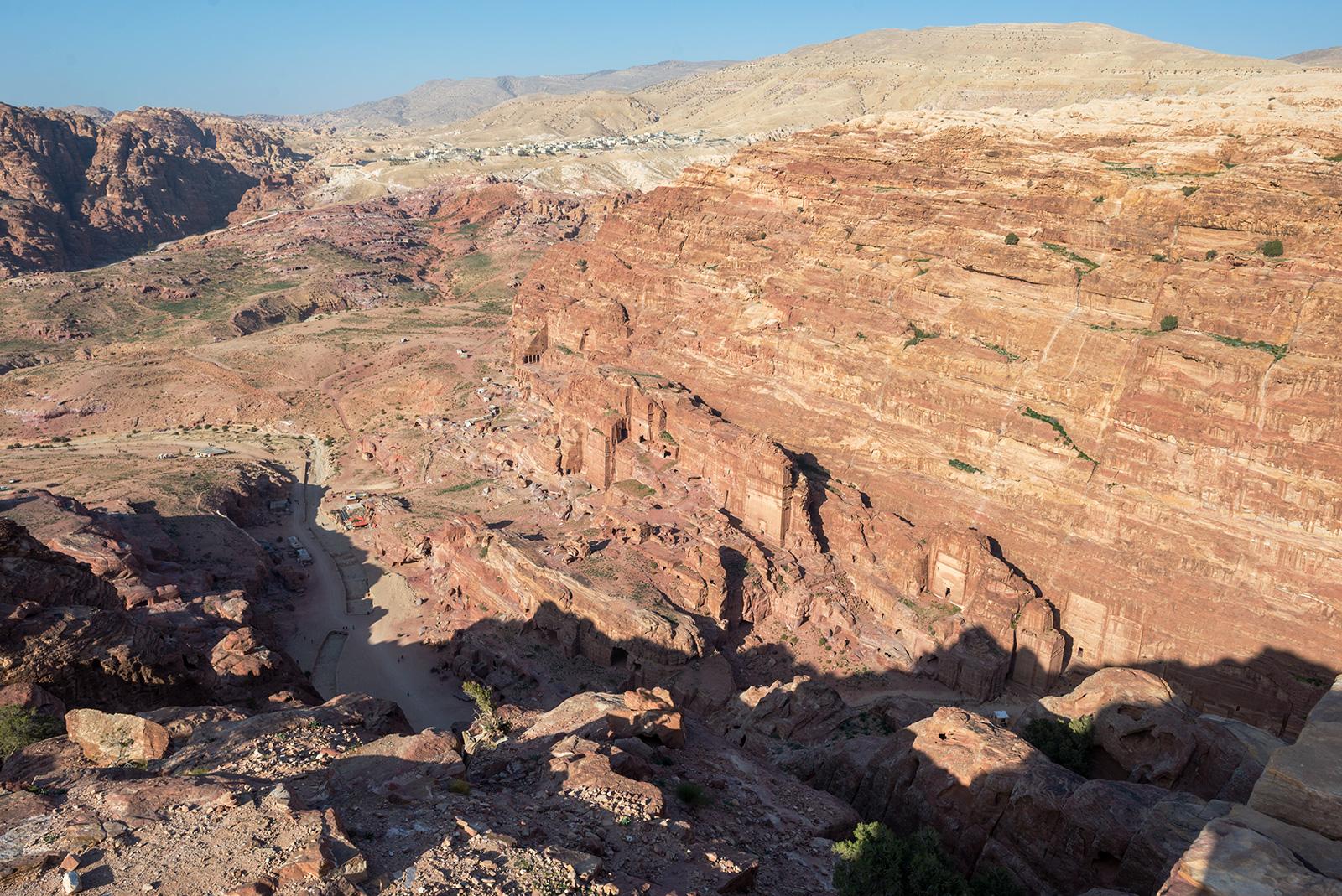 Výhled na skalní město z okolních skal