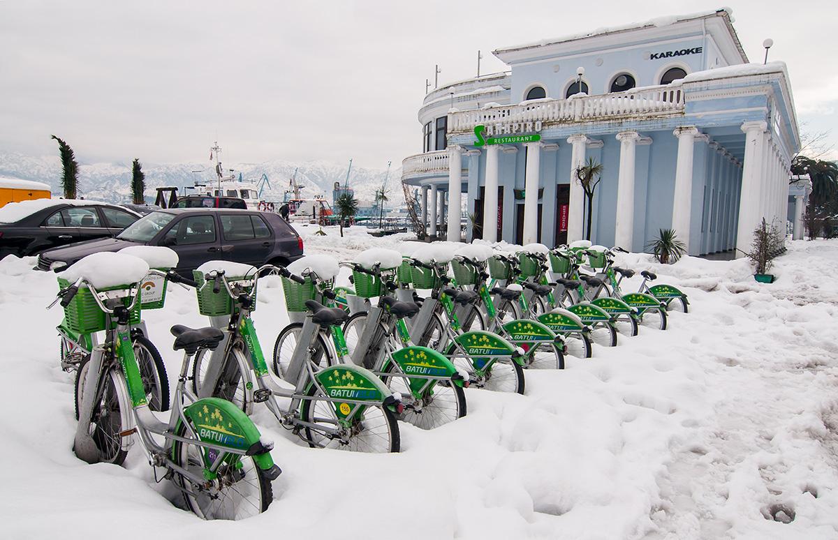 Zazimovaná kola v Batumi