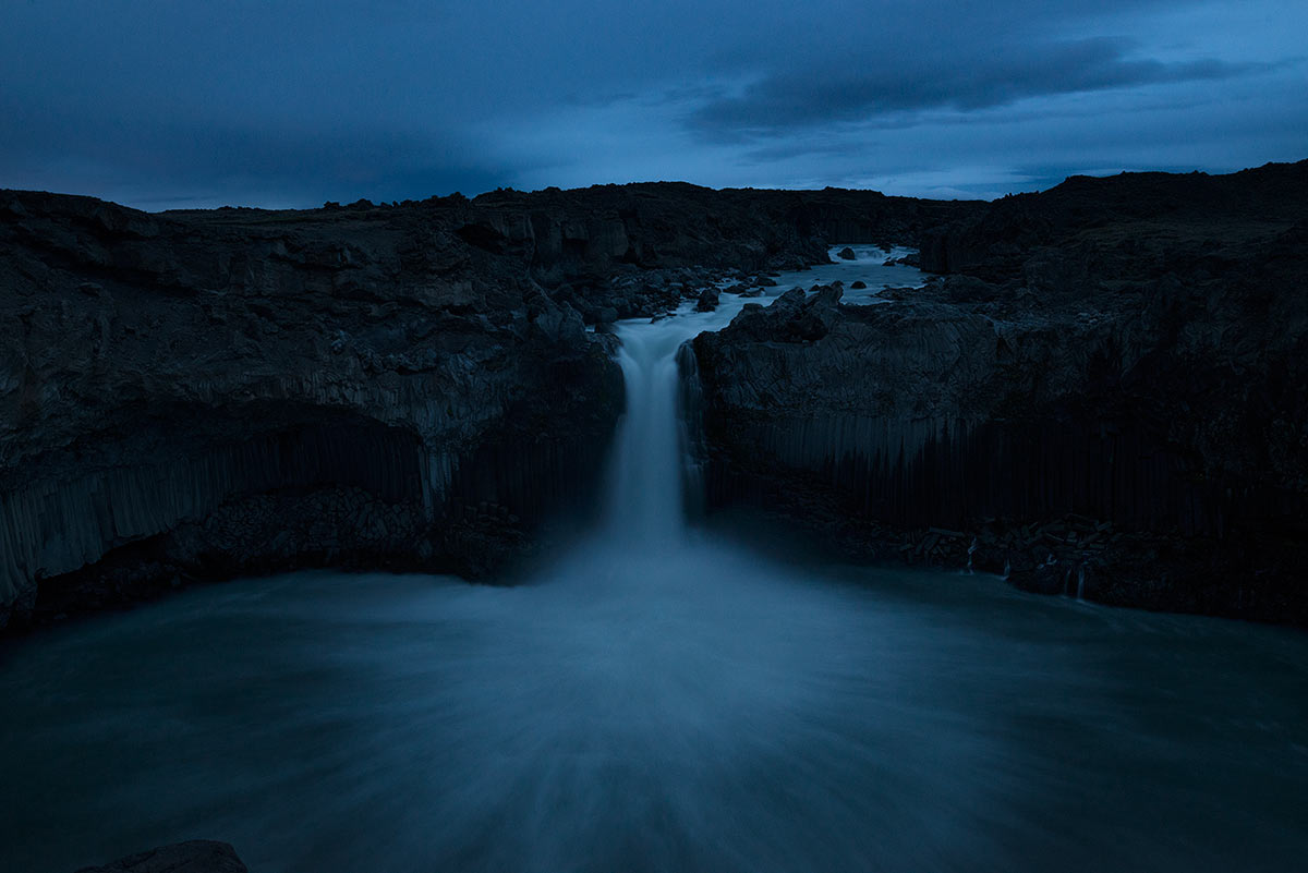 Vodopád Aldeyjarfoss v tzv. modré hodince