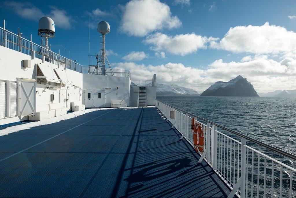 Příjezd trajektu MS Norröna mezi Faerské Ostrovy