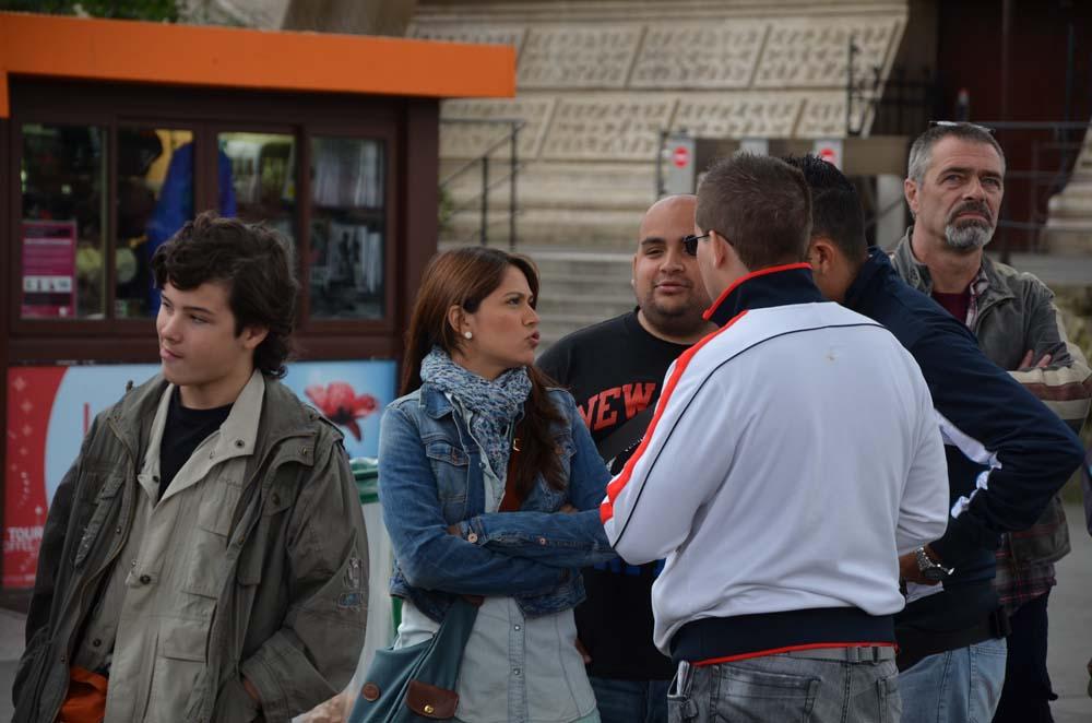 nahodni kolemjdouci v parizi