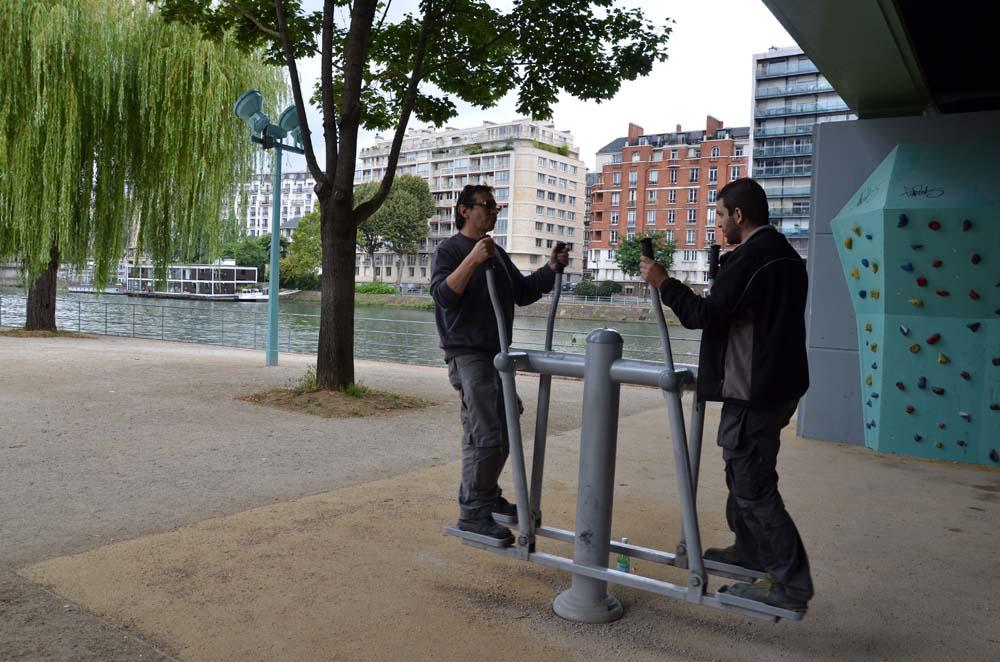 kamaradi v parizi