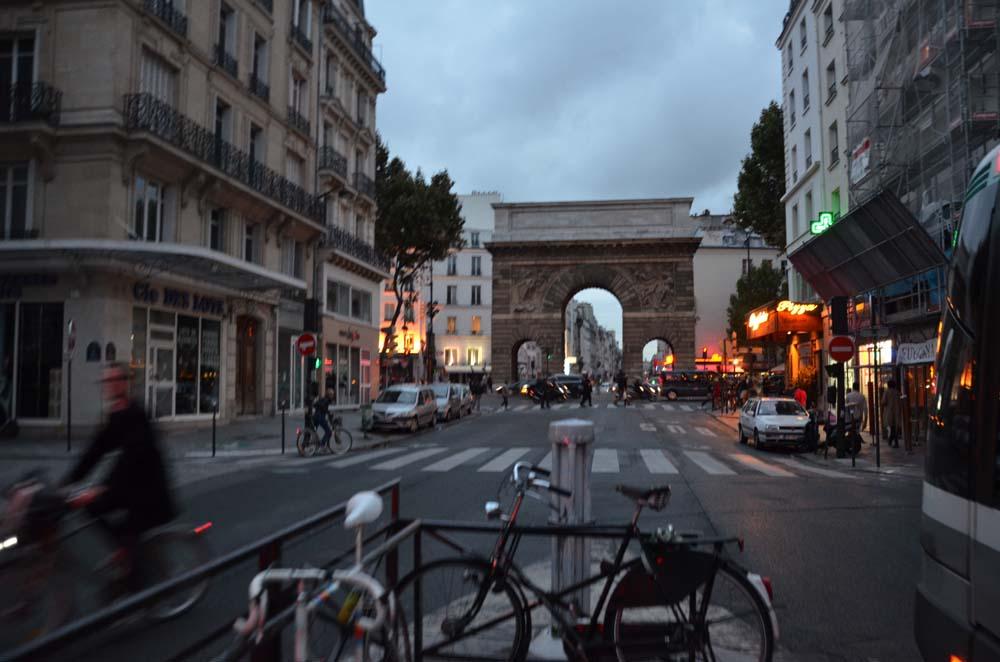 jeden z viteznach parizskych oblouku