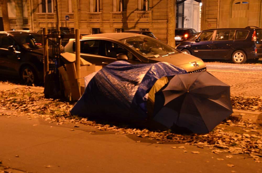 stanovani v parizskych ulickach