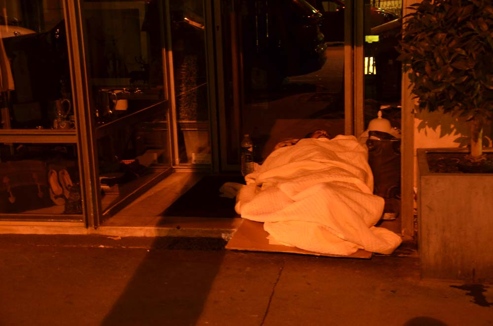 nocni zivot francouzskych bezdomovcu