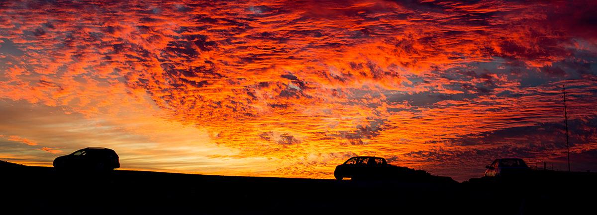 zapad slunce v negevske poušti v izraeli