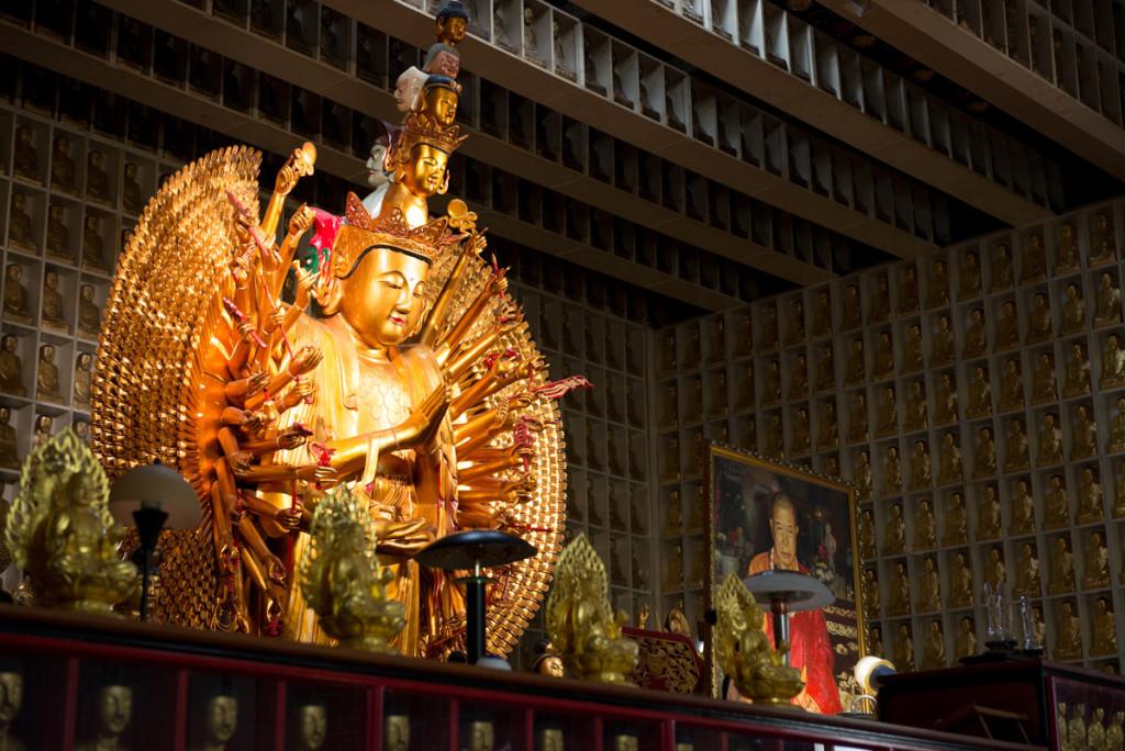 Hala desetitisíců Buddhů
