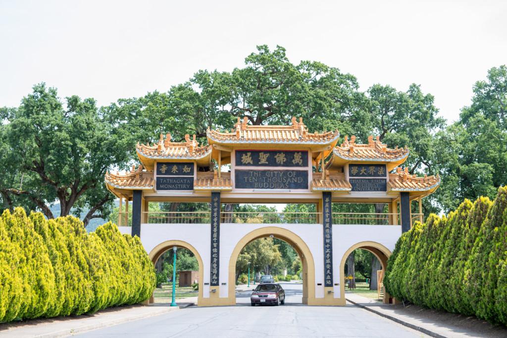 Brána do Města desetitisíců Buddhů