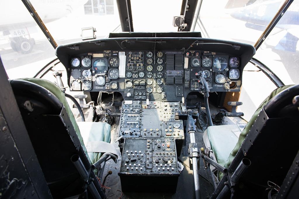 kokpit vojenské helikoptéry Sikorsky CH-3E