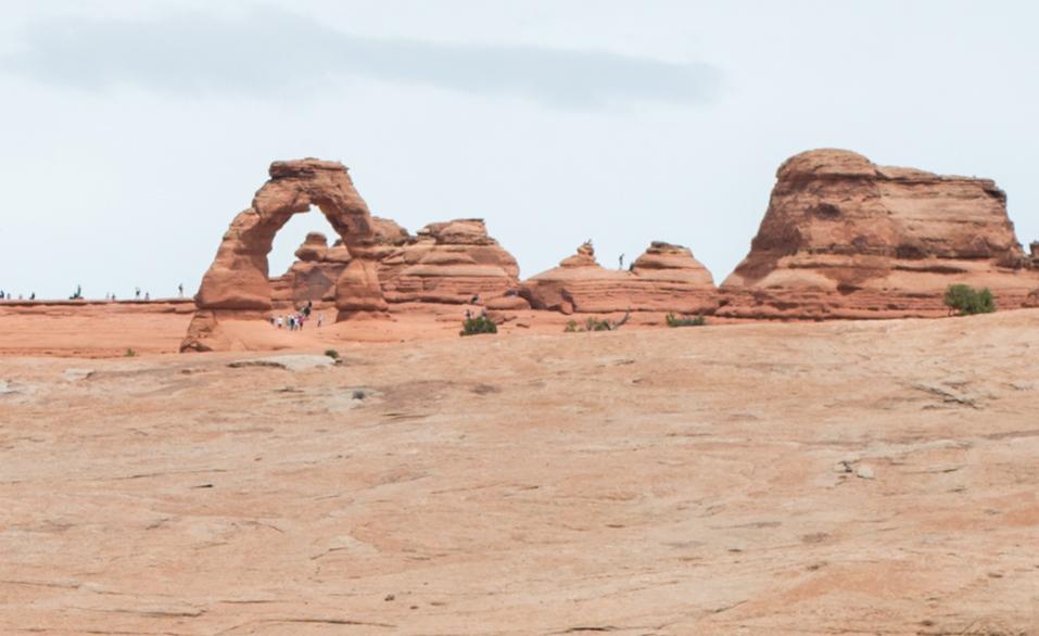 Delicate arch ze spodní vyhlídky, NP Arches