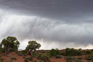 do Canyonlands přichází bouřka
