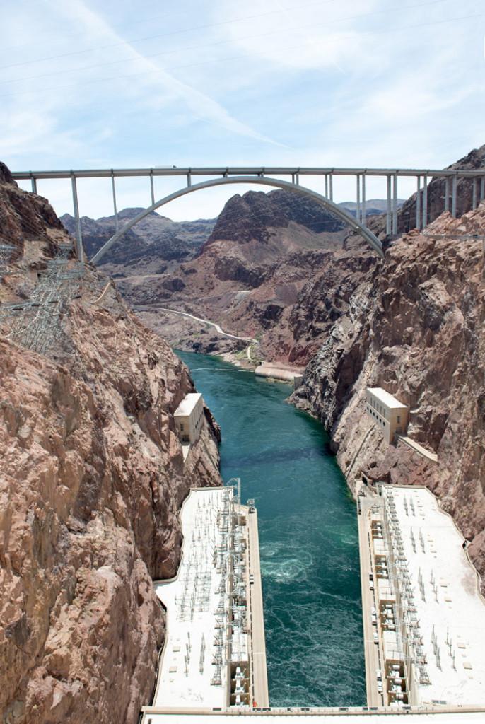 odtok a přemostění Hooverovy přehrady