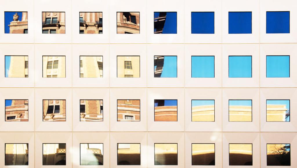 fasáda moderní budovy v Sacramentu
