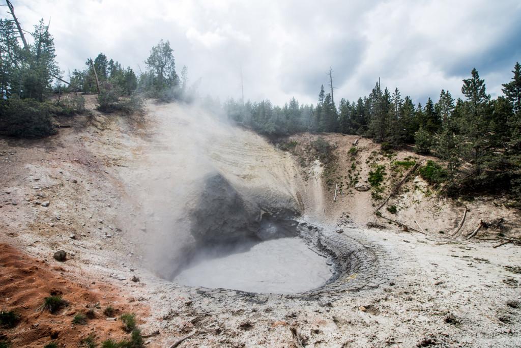 digforfree.com mini mud-volcano-orange-sand-yellowstone-geyser-national-park-supervolcano