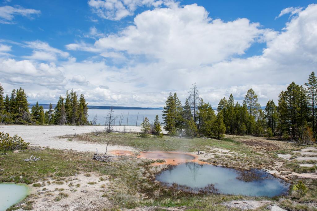 digforfree.com mini yellowstone-lake-west-thumb-gayser-basin-general-view