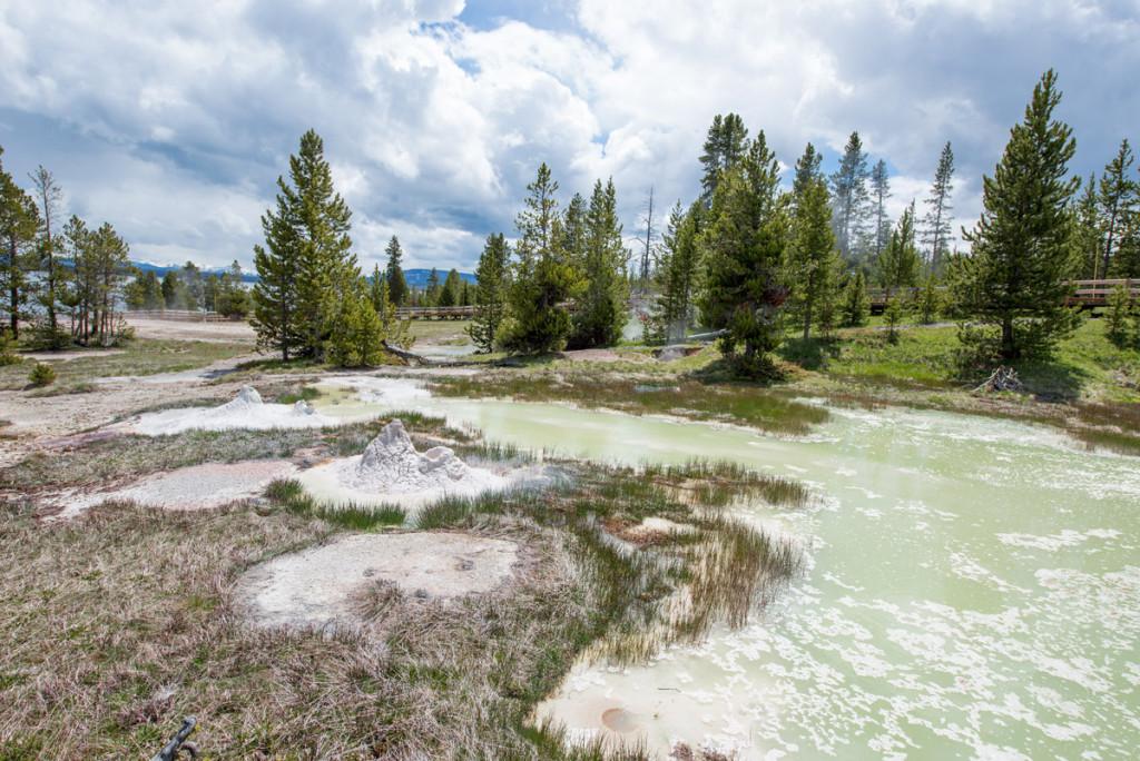 digforfree.com mini yellowstone-lake-west-thumb-gayser-basin-general-view-small-geyser-hill