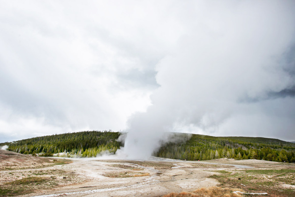 digforfree.com mini yellowstone-old-faithful-after-eruption-stormy-weather-ii