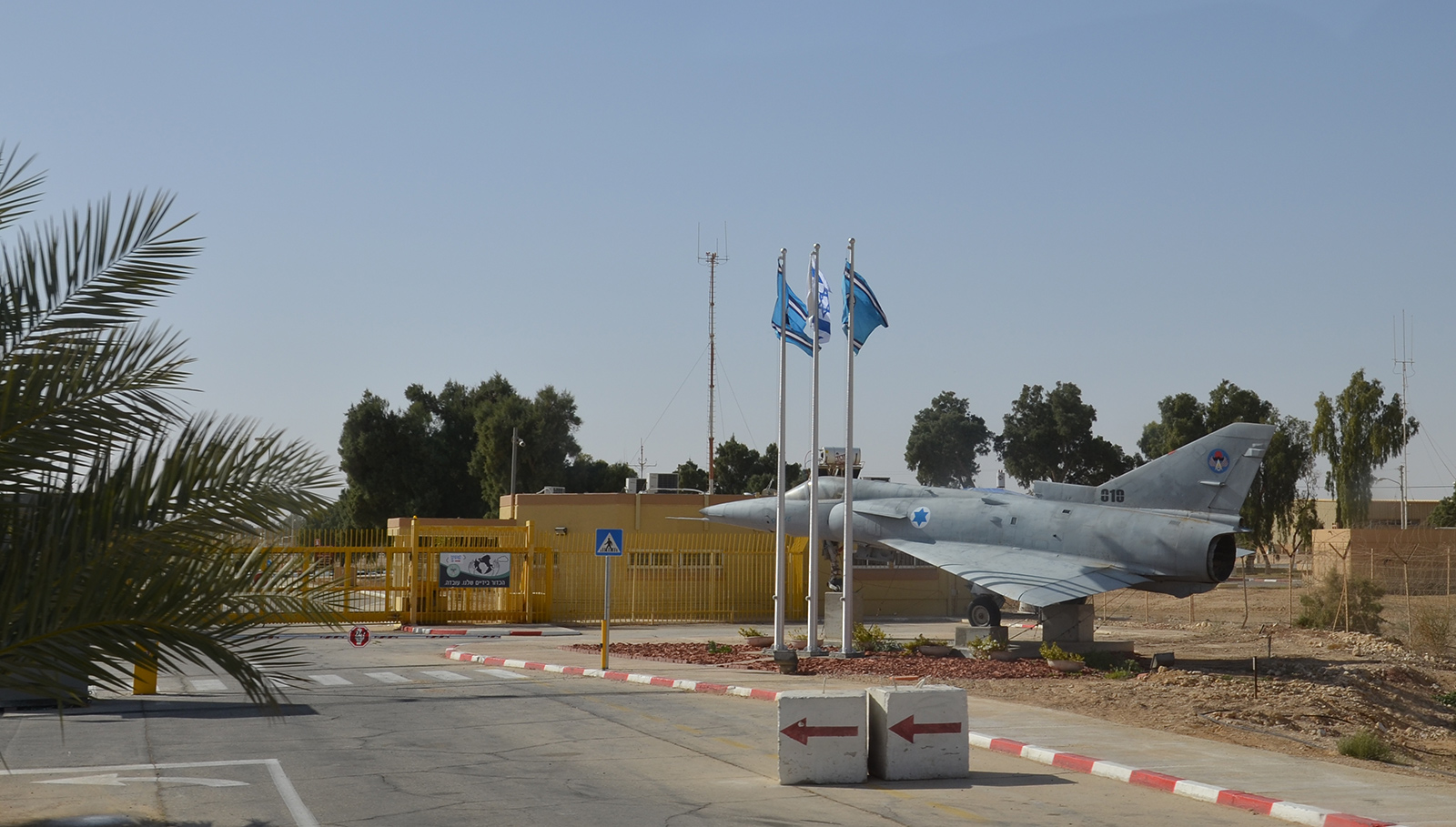 Vchod do letecké základny, Negev, Izrael