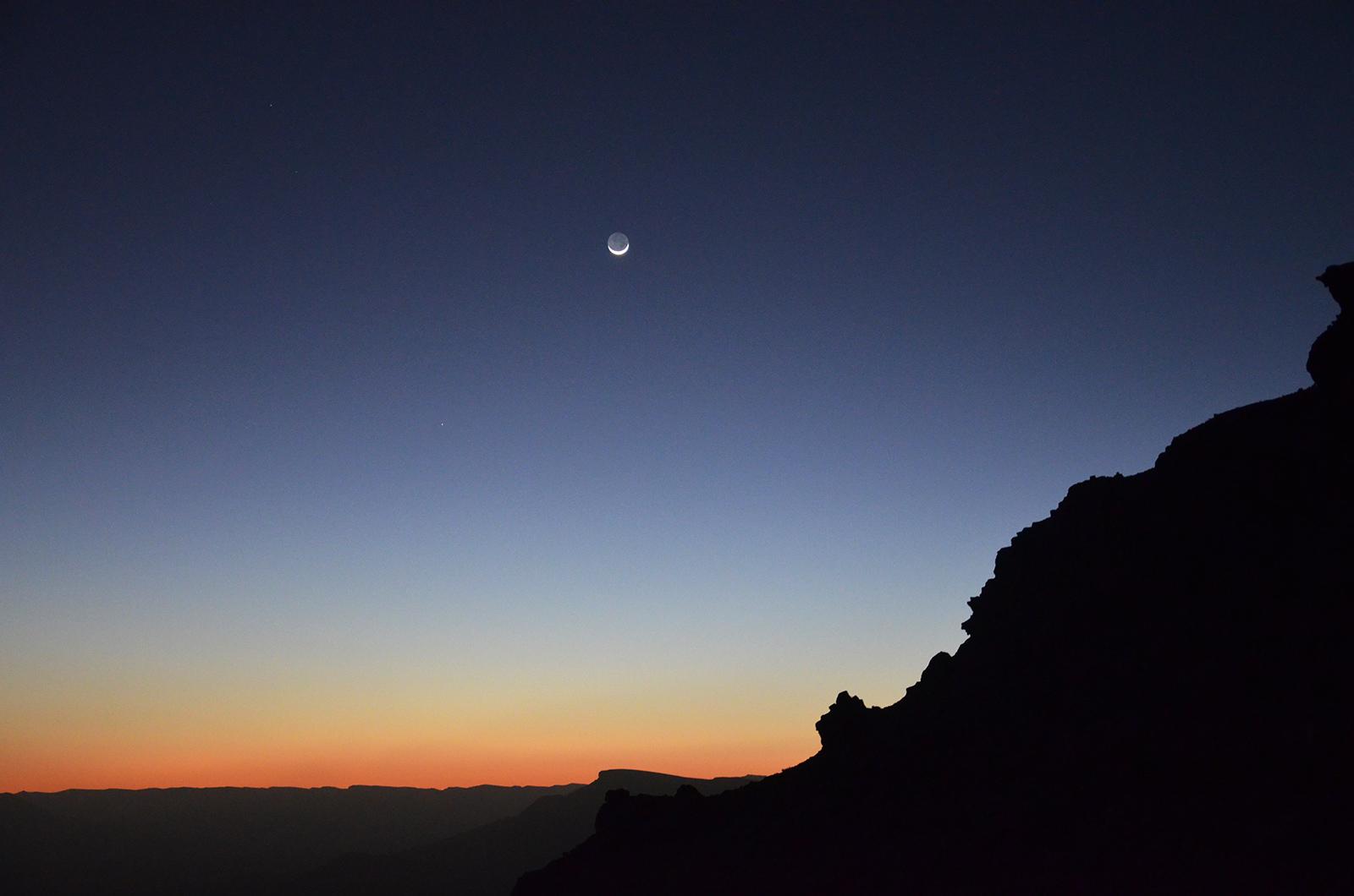 velmi rychlý západ slunce v Negevské poušti