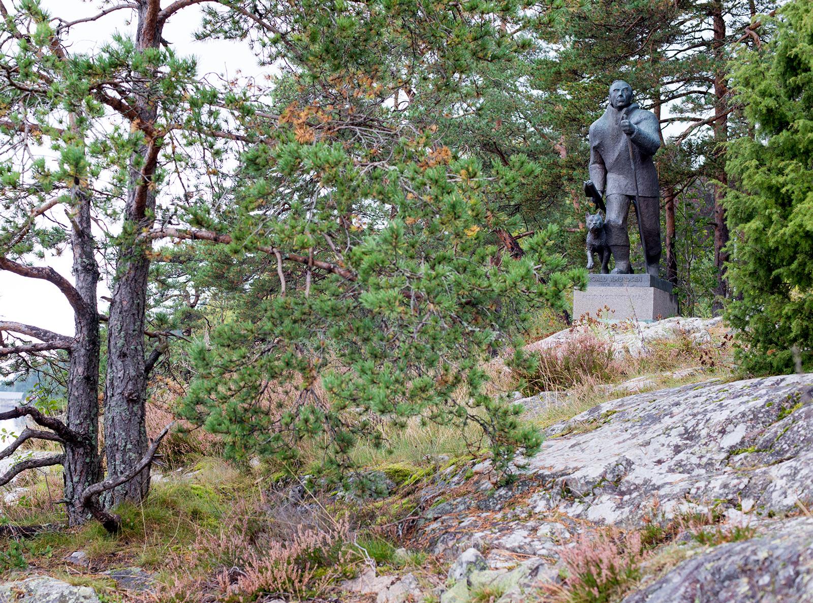 socha polárníka Roalda Amundsena, Svartskog, Norsko