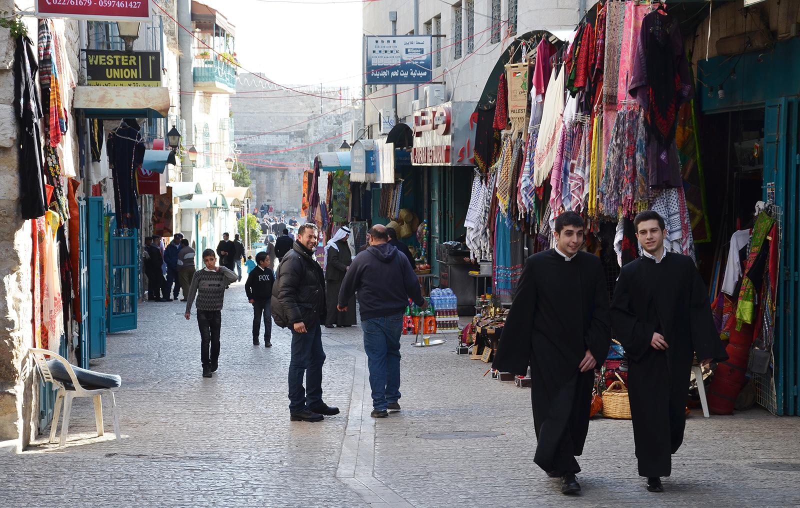 V Betlémských uličkách, Západní Břeh