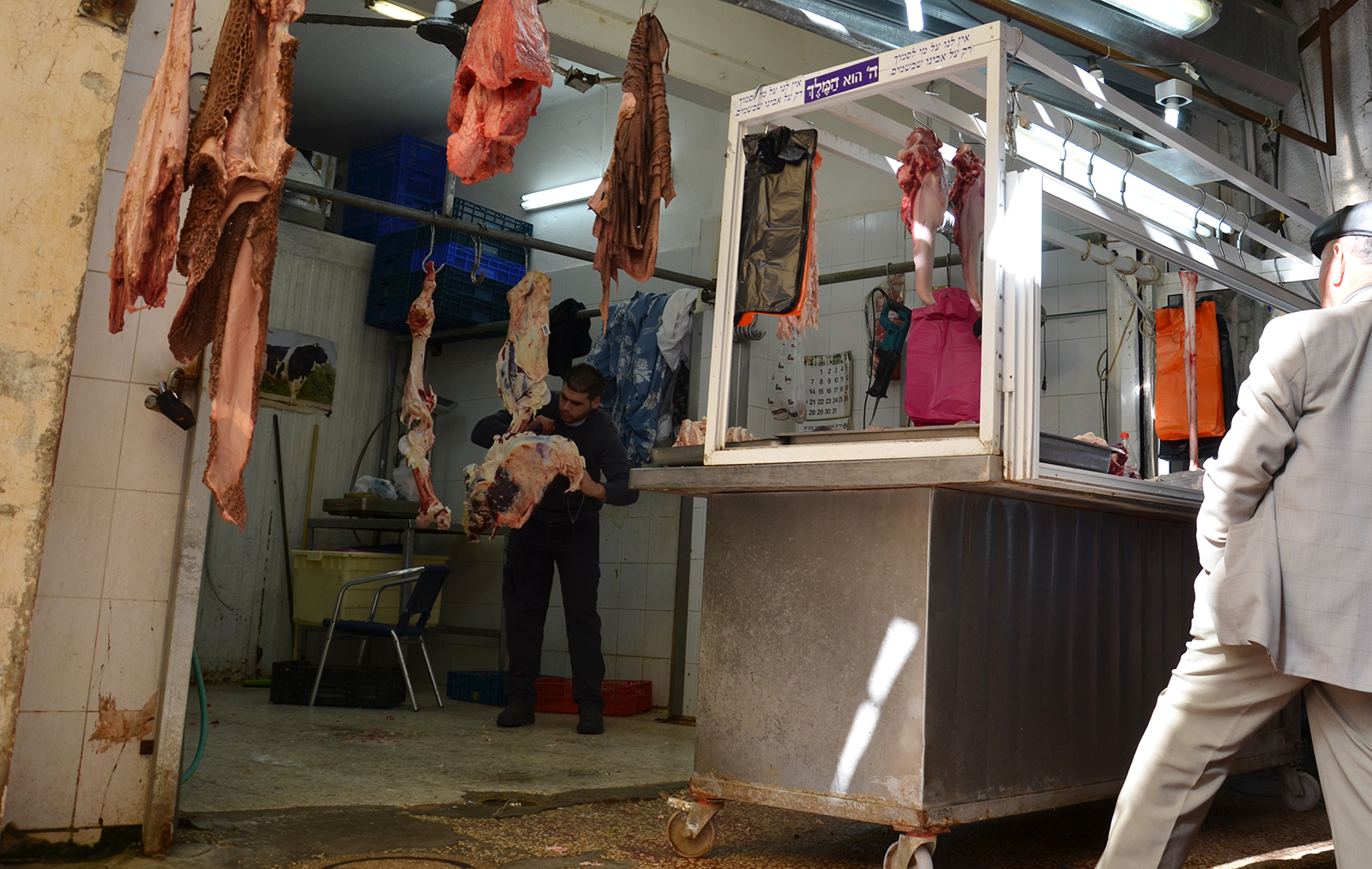 prodavač mas na Karmelském trhu, Tel-Aviv, Izrael