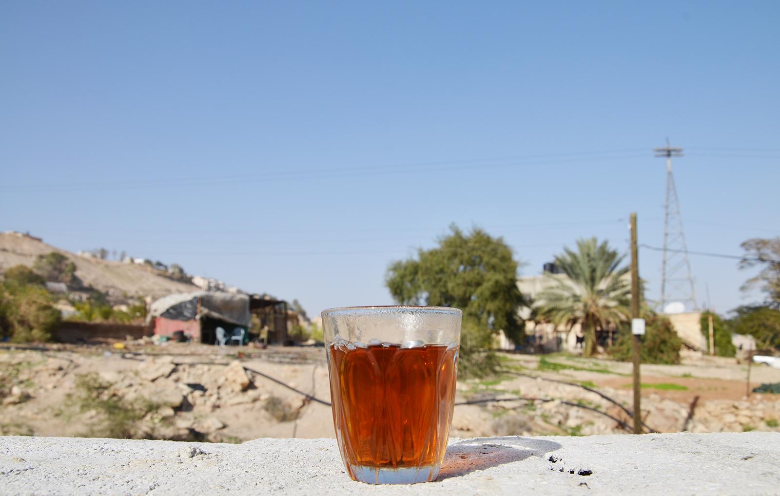 čaj na hradbách novostavby, Západní Břeh, Izrael