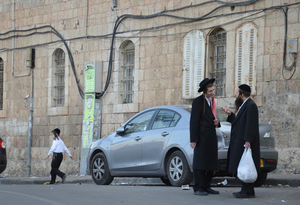 předšabatové setkání v Mea Shearim, Jeruzalém, Izrael