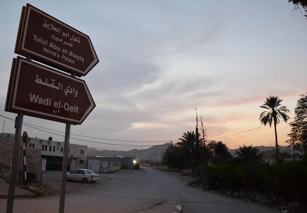Tím směrem je Wadi Qelt