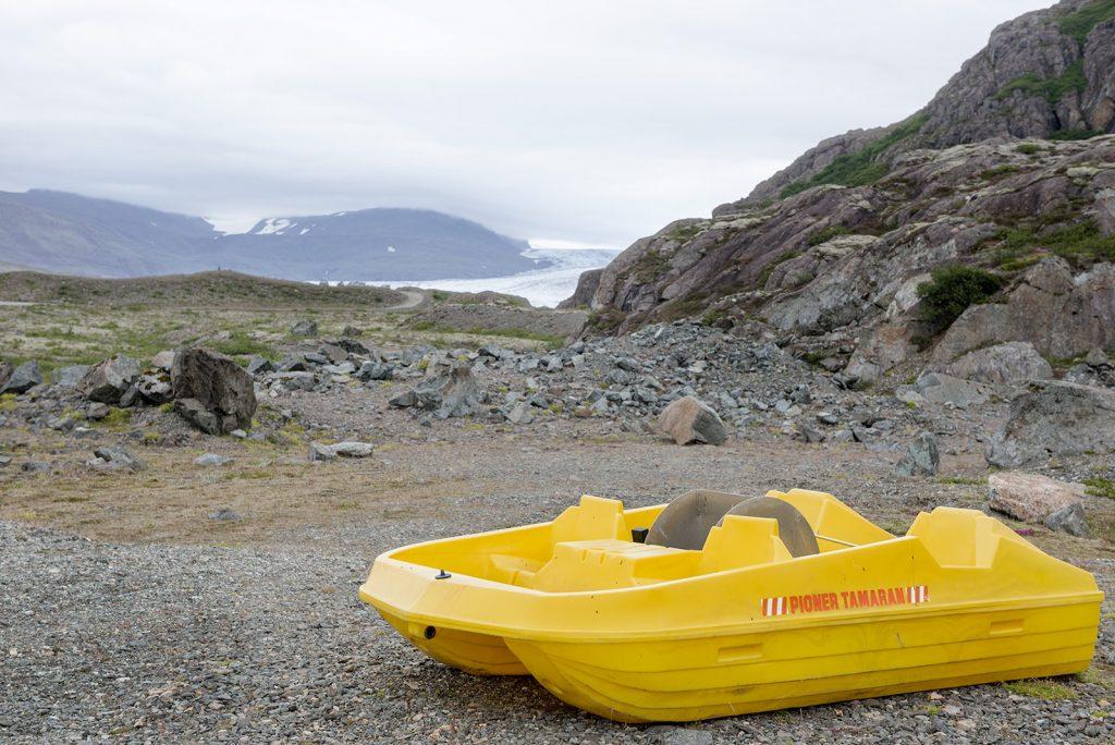 boat-by-hoffelsjokull-iceland