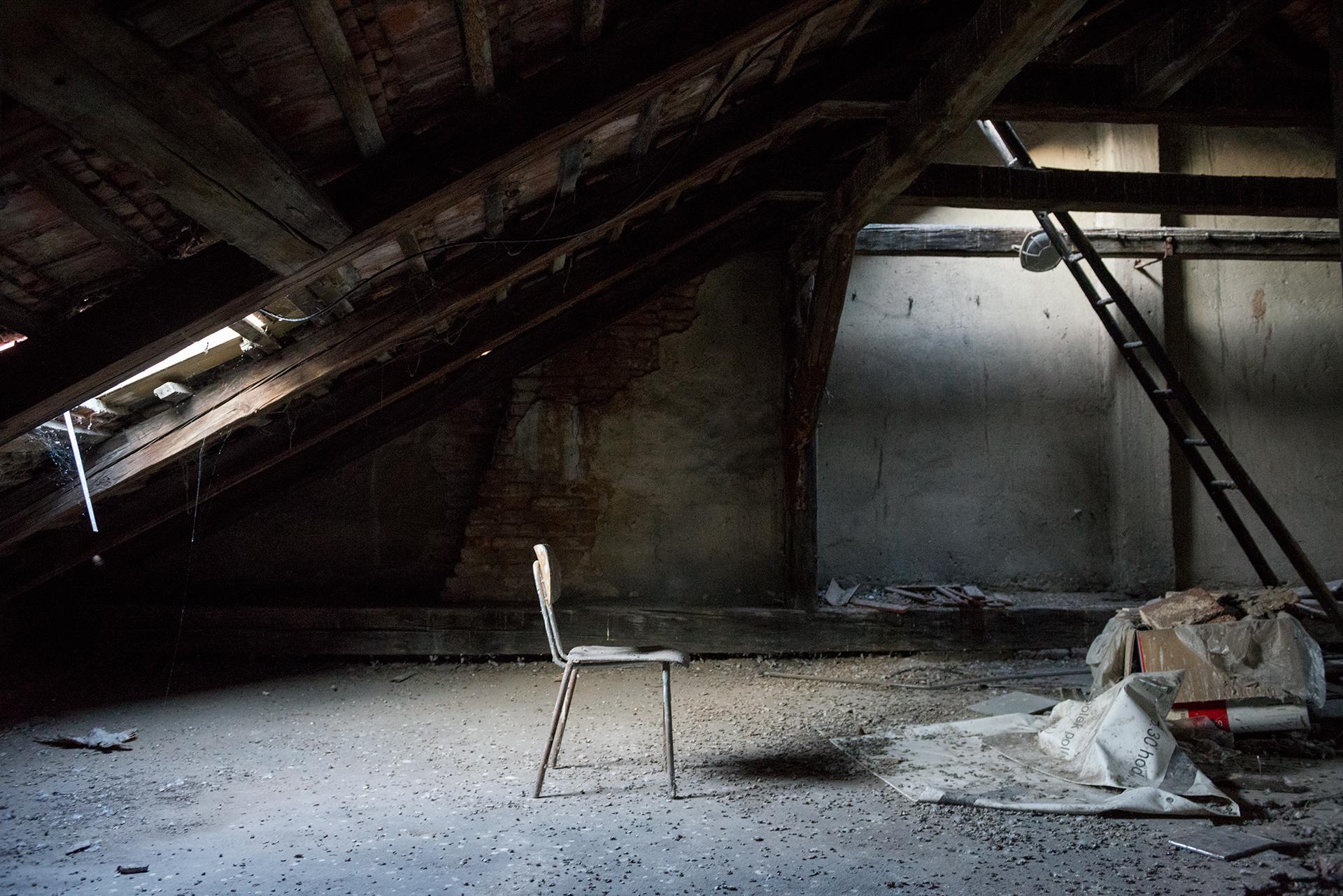 Opuštěné činžovní domy na Malé Straně