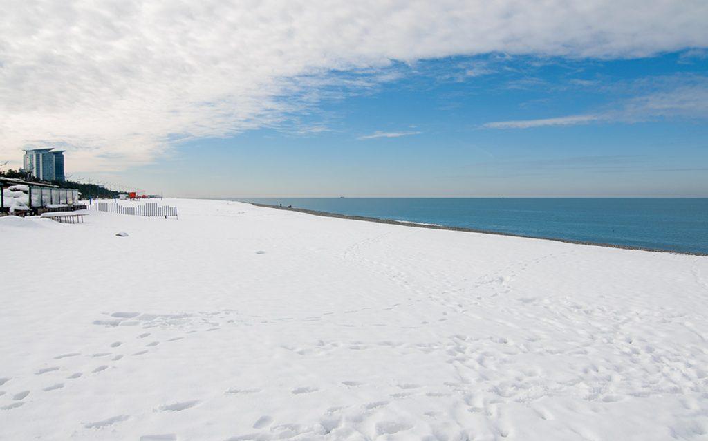 Bílá pláž Černého moře