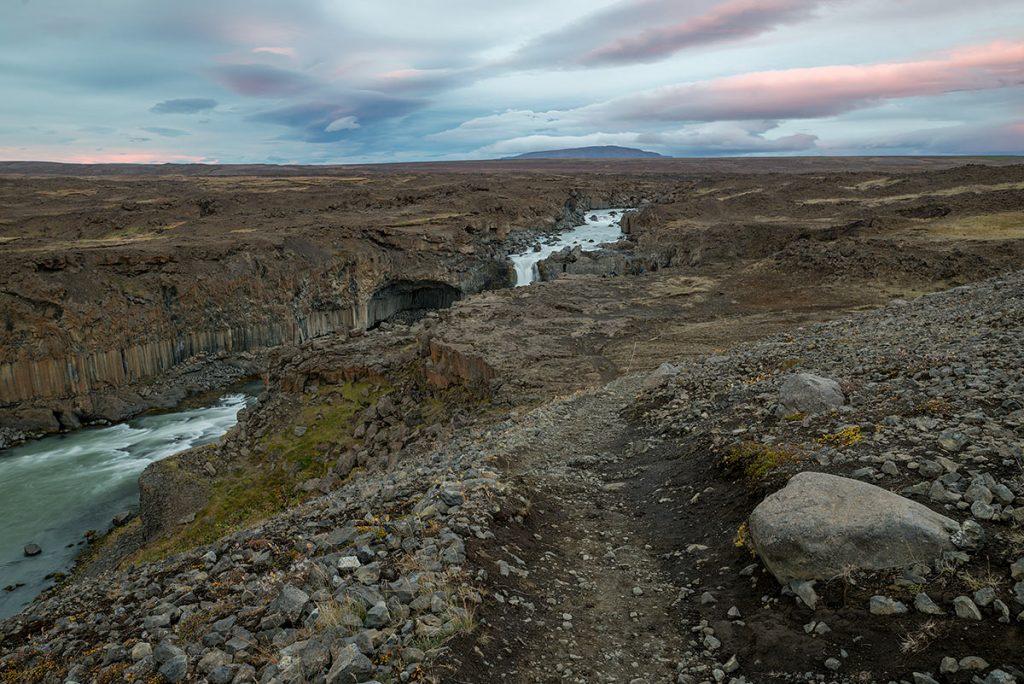 Cesta k vodopádu Aldeyjarfoss