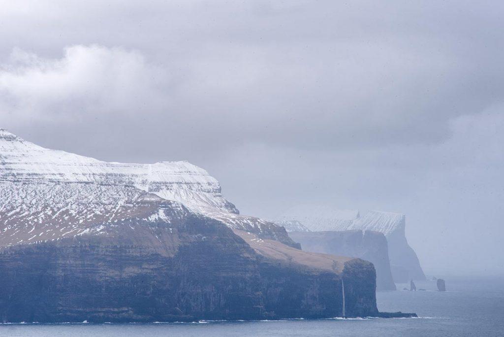 Vyhlídka na ostrovy Streymoy, Eysturoy se skalisky Risin a Kellingin